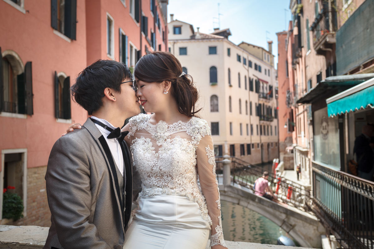 24-hire-professional-photographer-for-couple-venice