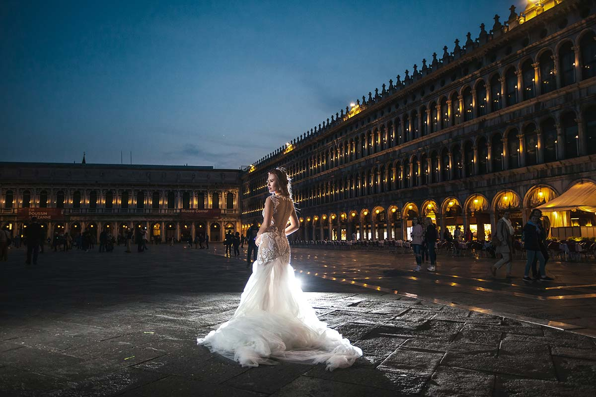 bride-sant-mark-square-night-lights-photographer