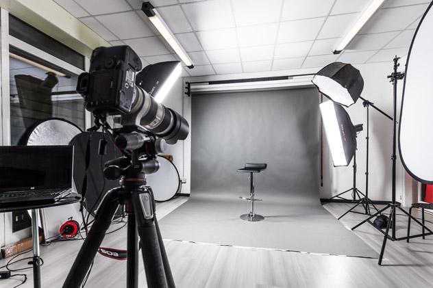 Noleggio studio fotografico con sala posa Bologna per intera